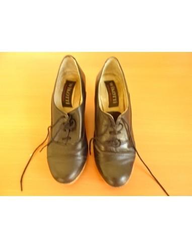 Pantofi WIKOTTI cu siret