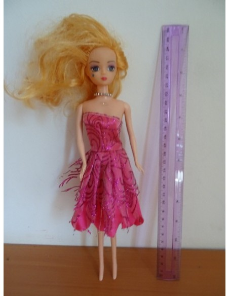 Papusa cu rochita roz