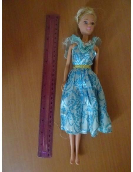 Papusa cu rochita albastra