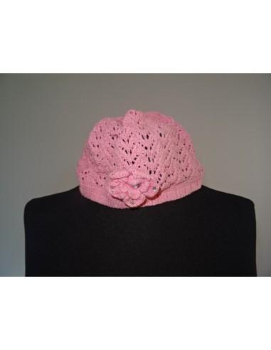 Bereta fetite roz tricotata cu floricica