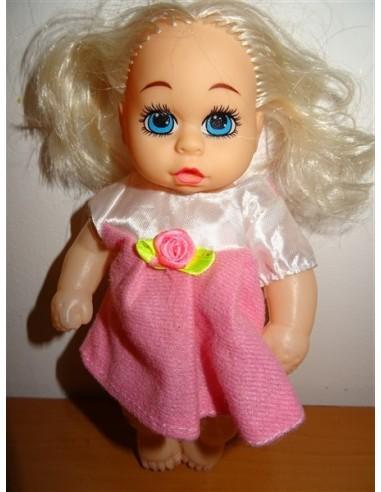 Papusica cu rochita roz cu trandafir