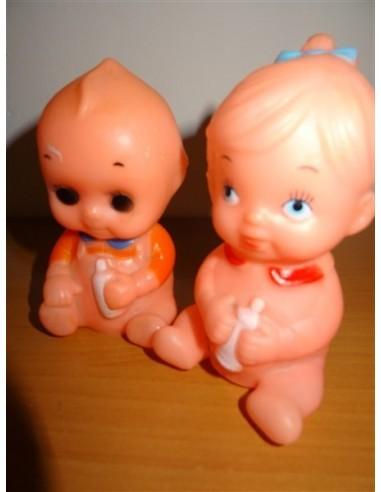 Set doua figurine bebelusi cu biberon