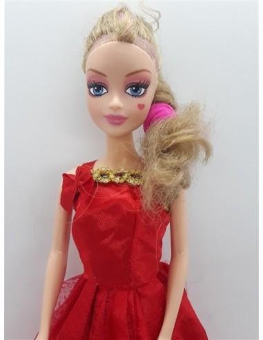 Papusica cu rochita rosie de printesa
