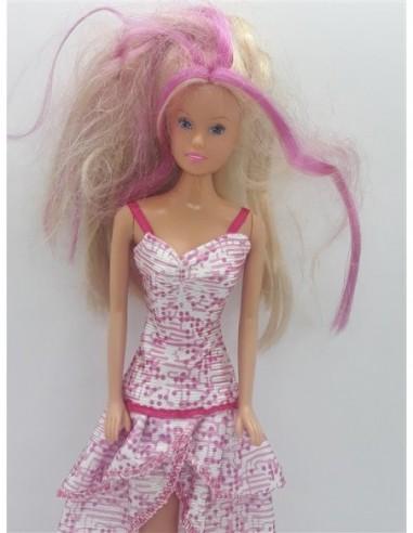 Papusa cu parul blond si suvite roz
