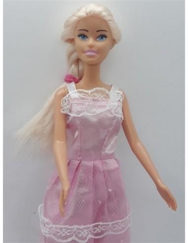 Papusica cu parul blond si rochita roz
