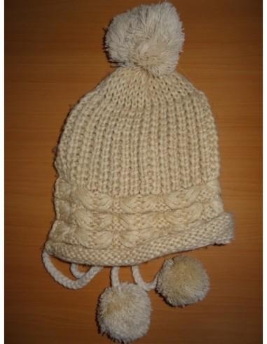 Caciula tricotata cu ciucuri