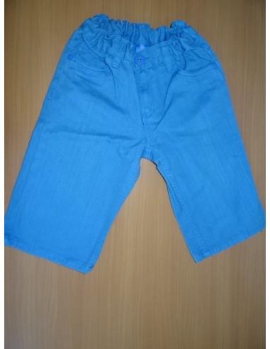 Pantaloni albastri trei sferturi