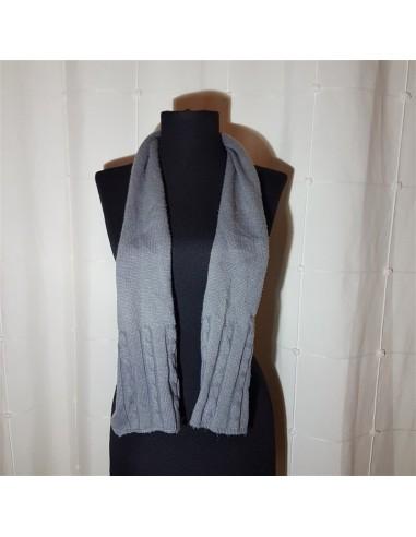 Fular gri tricotat cu model de dama
