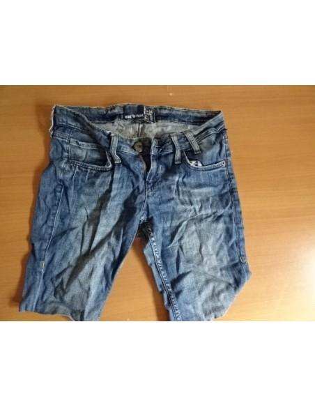 Pantaloni scurti de blugi