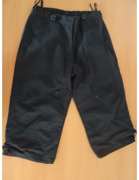 Pantaloni negri, trei sferturi baietei