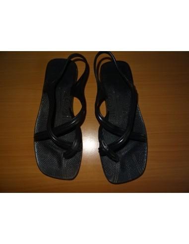 Sandale cu deget